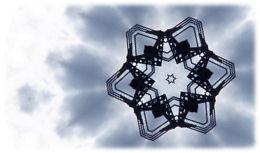 青い空とアンテナの画像から作った模様・雪の結晶みたいな模様